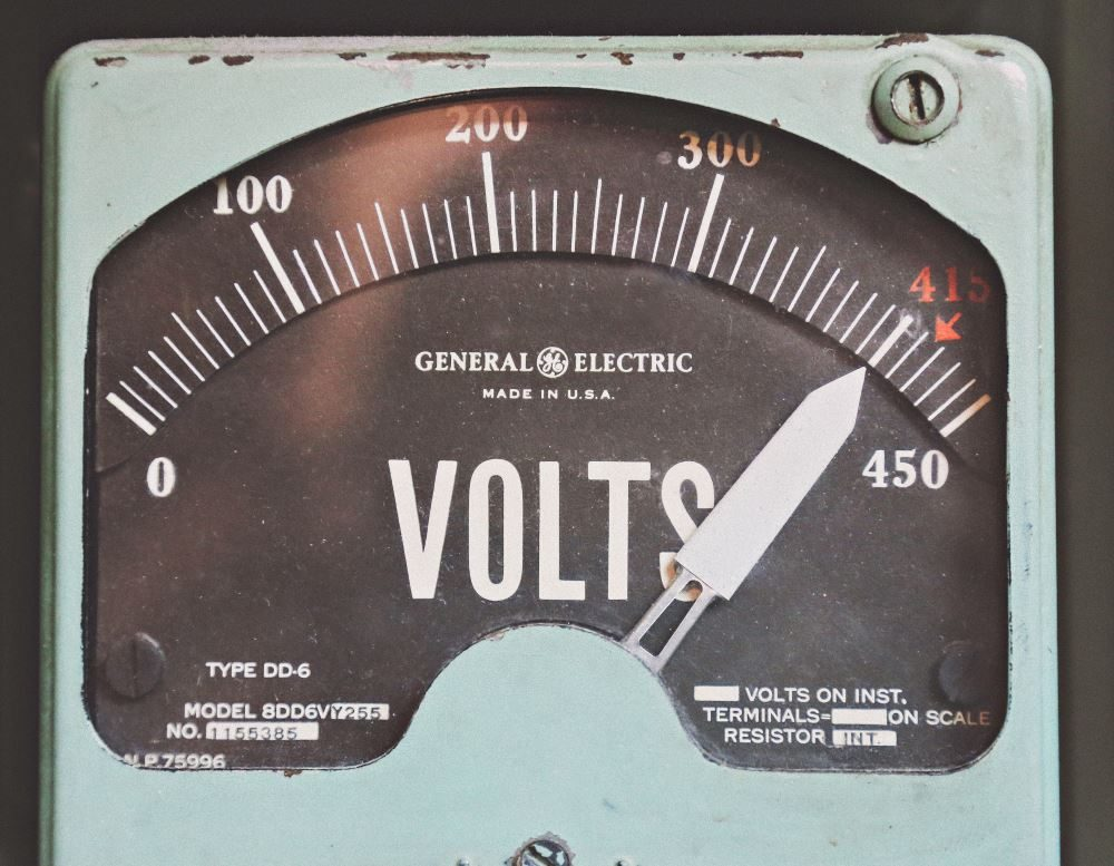 volt meter, photo by Thomas Kelley.