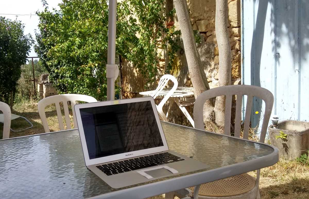 digital nomad work desk in france